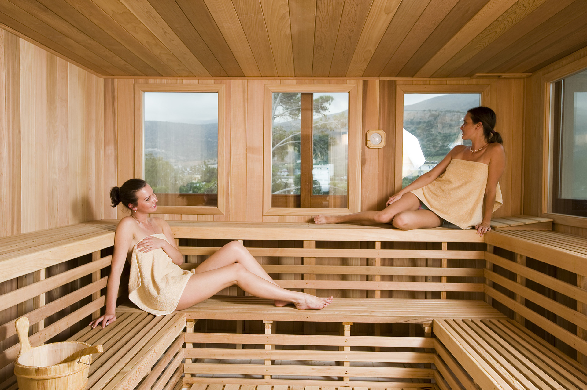 Rocky Mountain Pools and spas girls in outdoor-sauna nordic white spruce